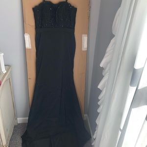 Dresses & Skirts - Black long elegant dress